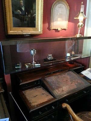 Charles Dickens Museum - Image: Dickens Museum Desk 21