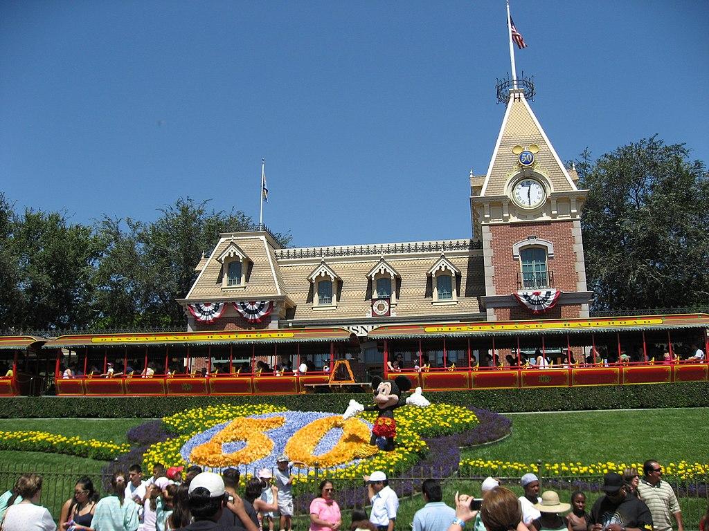 Disneyland-railroad depot