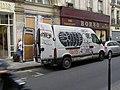 Dispentrita buseto en Parizo.jpg