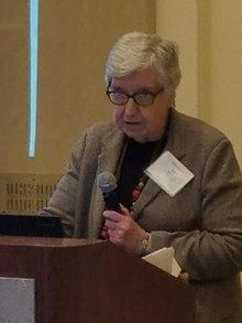 Dr. Mary Gray präsentiert.jpg