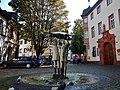 Drei-Mädchen-Brunnen in Mainz - panoramio.jpg