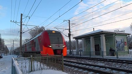 Файл:ES1 - 2 trains with speed 150 kmph, Repino.webm