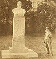 Eduard Suess-Denkmal mit Franz Seifert 1928.jpg