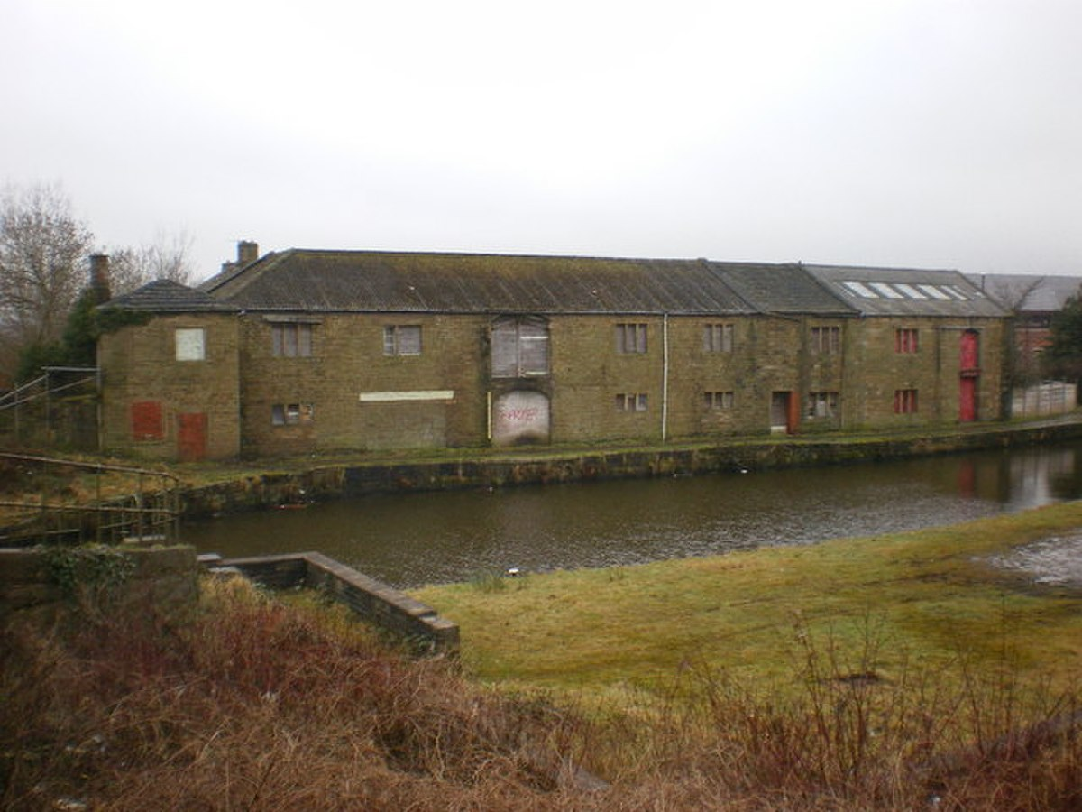 Enfield Wharf, Leeds and Liverpool Canal - geograph.org.uk - 1164630.jpg