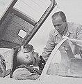 Erik Bratt och provflygaren Bengt Olow.jpg