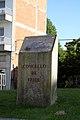 Escultura Concello de Friol - panoramio.jpg