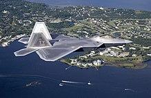 מטוסי הקרב ה-F22  הוא מטוס חמקן הכי טוב בעולם. למה לא מוכרים אותו לישראל? 220px-F-22_4018
