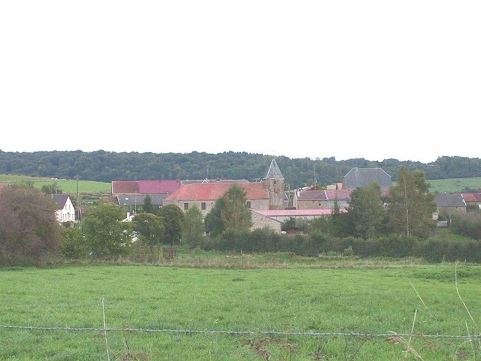 Chauvency-St-Hubert, vue du village depuis la route de Nepvant