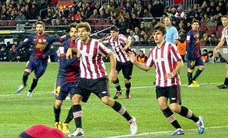 Jon Aurtenetxe - Aurtenetxe (right) playing against Barcelona in 2012