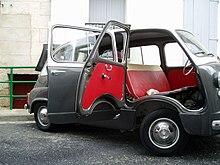 La Fiat 600 Multipla, con portiere anteriori controvento e posteriori classiche.