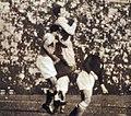 Finale de Coupe du monde de football 1934, un dégagement de la défense italienne.jpg