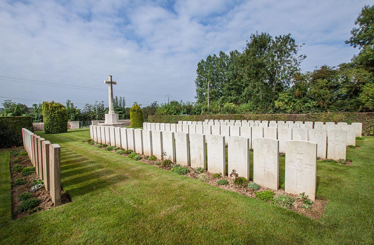 FileFontaineauBois Communal Cemetery 4JPG  Wikimedia Commons ~ Fontaine Au Bois