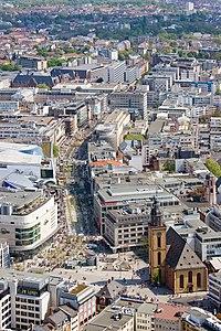 Frankfurt Am Main-Zeil-vom Maintower aus gesehen.jpg