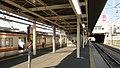 Fuchu-Hommachi Station platforms 2-3 20121124.JPG