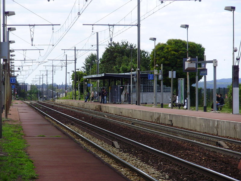 File gare de plaisir les clayes wikimedia commons for Castorama plaisir les clayes