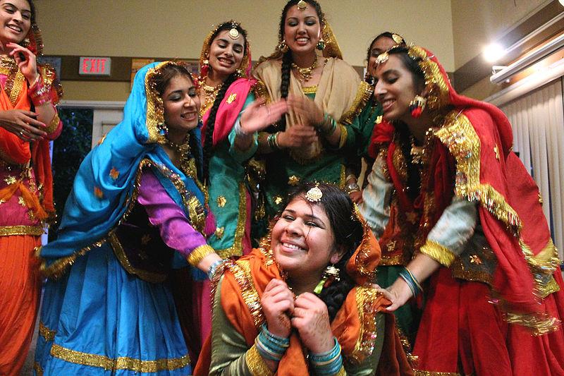 File:Giddha dance Teeyan Punjab Teej India 3.jpg