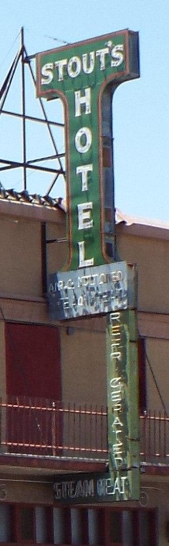 Gila Bend, Arizona - Image: Gila Bend Stout Hotel sign 1927