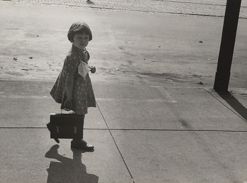 Girl carrying her father's lunch pail, Omaha 10439u.jpg