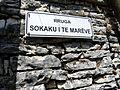 Gjirokastër - Sokaku i te Marëve-Sttraße 1 Straßenschild.jpg