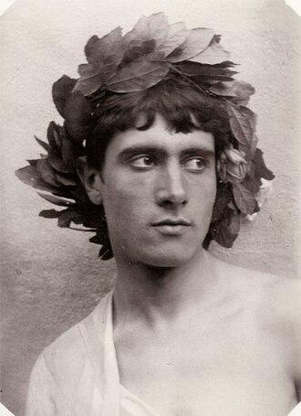 Chaplet (headgear) - Boy with a chaplet of laurel.