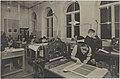 Graafisen painannan opetustilanne, 1920-luku. Taideteollisuuskeskuskoulun opetustilanteita.-TaiKV-07-028.jpg