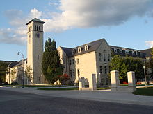 Grant Hall en la Universitato de Queen