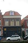foto van Poortje, opschrift op steen met cartouche 'ingang gesticht Dirck van Baekenes 1632'