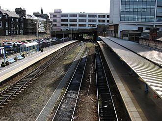 Harrogate railway station - Harrogate station's platforms and tracks, seen from the pedestrian overbridge.