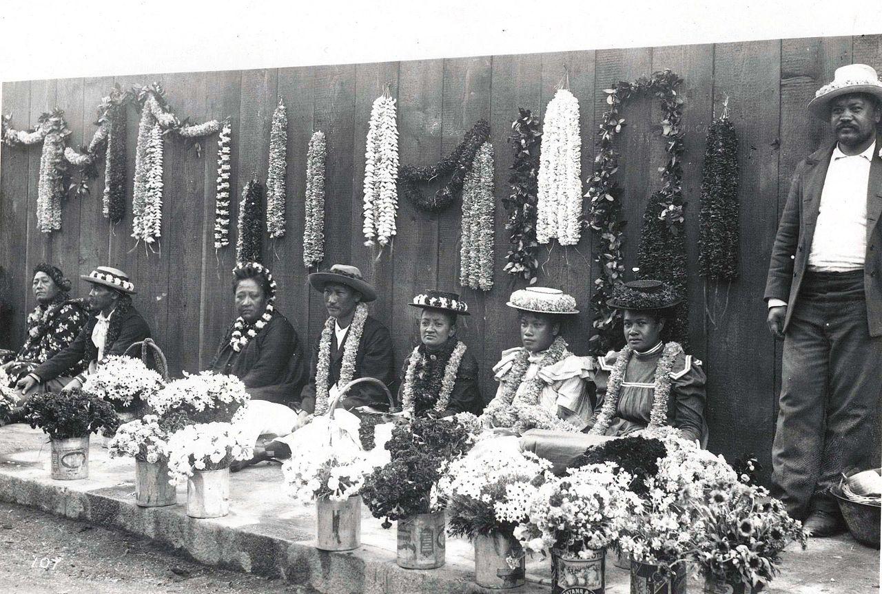 File Hawaiian Lei Venders C 1901 Jpg Wikimedia Commons