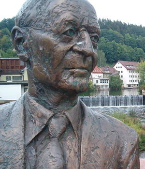 English: Hermann-Hesse-Monument in Calw Deutsc...