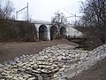 Hloubětín, Rokytka a železniční most u Hořejšího rybníka.jpg