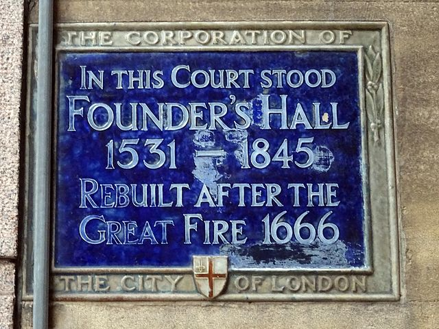 Blue plaque № 6102 - In this Court stood Founder's Hall 1531 - 1845 Rebuilt after the Great Fire 1666