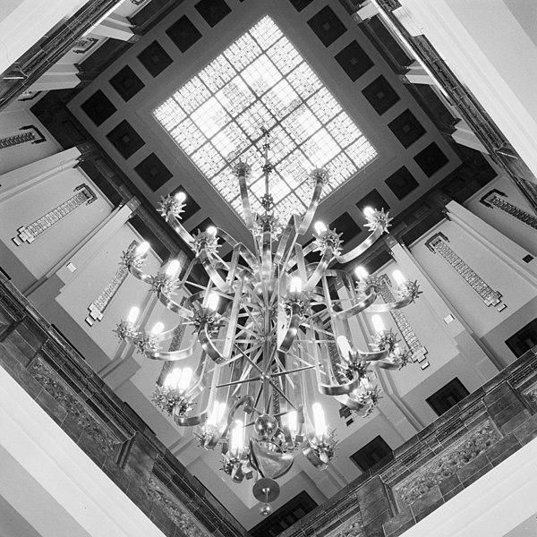 File interieur entreehal trappenhuis overzicht art deco stijl breda 20357563 - Deco entreehal ...