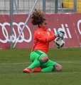 Jacintha Weimar beim Aufwaermen BL FCB gg. 1. FFC Frankfurt Muenchen-2.jpg