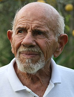 Jacque Fresco and lemon tree (cropped).jpg