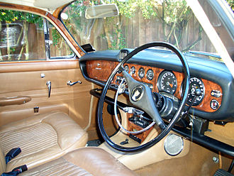 Jaguar 420 and Daimler Sovereign (1966–69) - Jaguar 420 interior