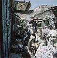 Jeruzalem. Markttafreel in een nauwe straat met aan weerzijden winkeltjes hebbe, Bestanddeelnr 255-9279.jpg