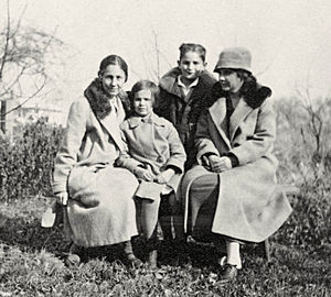Jessie Taft - Jessie Taft with family in 1923. (L-R)Jessie, Martha, and Everett Taft, Virginia Robinson. Everett was adopted in 1921, Martha in 1923.