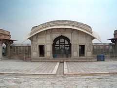 July 9 2005 - The Lahore Fort-Frontview of Naulakha pavallion.jpg