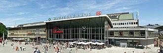 Köln Hauptbahnhof - Station forecourt and entrance