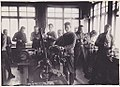 K-1380-40- Miesseminaarilaisia käsityötunnilla metalliverstaassa, 1930 - 1935.jpg