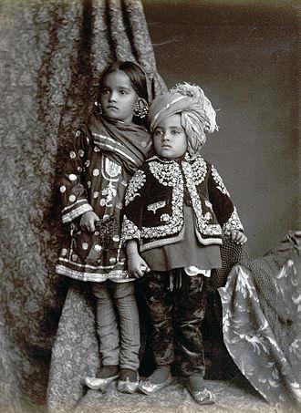 Churidar - Image: Kashmiri children in churidar 1890