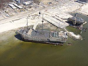 Vista de la destrucción causada por el Huracán Katrina en el buque casino Treasure Bay.