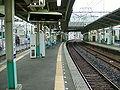 Keisei-main-line-Ichikawa-mama-station-platform.jpg
