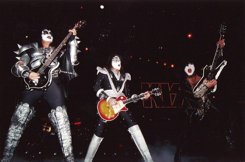 Kiss 1999.jpg