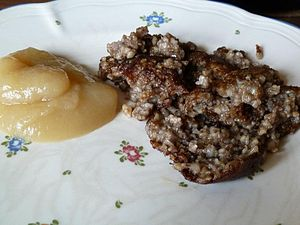 Goetta - A plate of pan-fried Knipp with apple sauce
