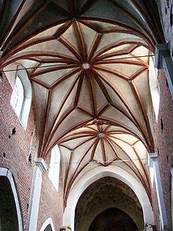 Kościół, ob. par. pw. św. Jana Ewangelisty, 2 poł. XI, XIII-XVI-XVIII wnętrze (10)