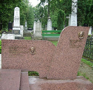 Štefan Krčméry - The grave of Štefan Krčméry and Jozef Cíger-Hronský at the National Cemetery in Martin