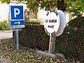 La Cour-Marigny-FR-45-panneau parking-01.jpg