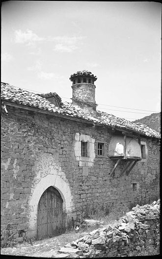 Baserri - Labrit Extea in Itzalle with an external oven on the first floor.